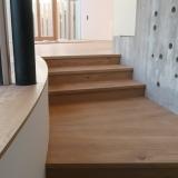 Podlahové lišty a naše práce s detaily - parapet do rádiusu a schody