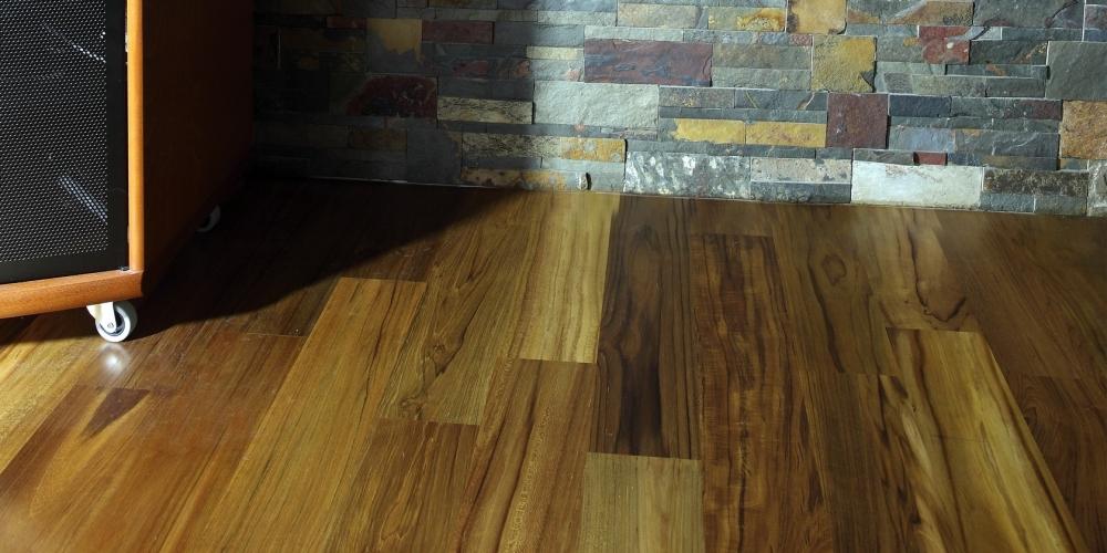 dřevo pod obklad