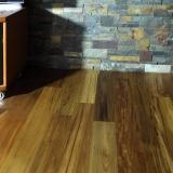 Podlahové lišty a naše práce s detaily - dřevo pod obklad