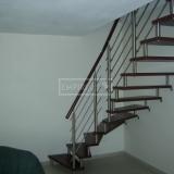 Ukázky realizací - obložení schodiště - Masivní schody BUK mořený