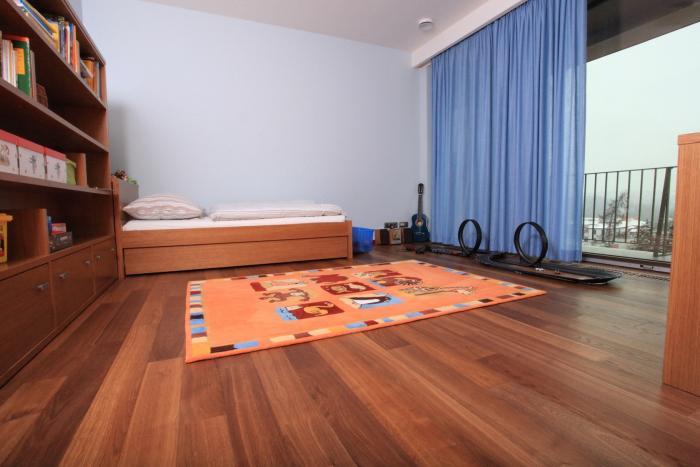 Třívrstvá dřevěná podlaha Doussie