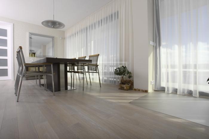 Třívrstvá dřevěná podlaha Dub bělený Natur