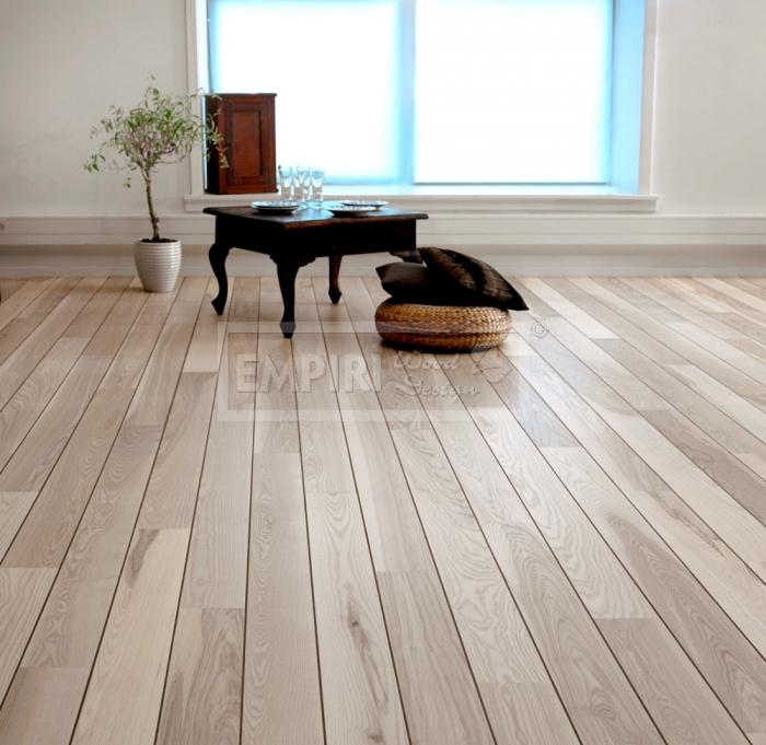 Třívrstvá dřevěná podlaha Jasan bělený paluba