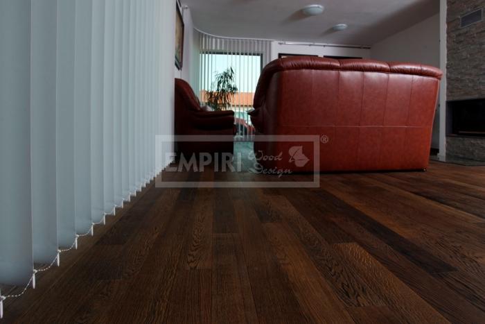 Třívrstvá dřevěná podlaha Dub natur kouřový černé decapé