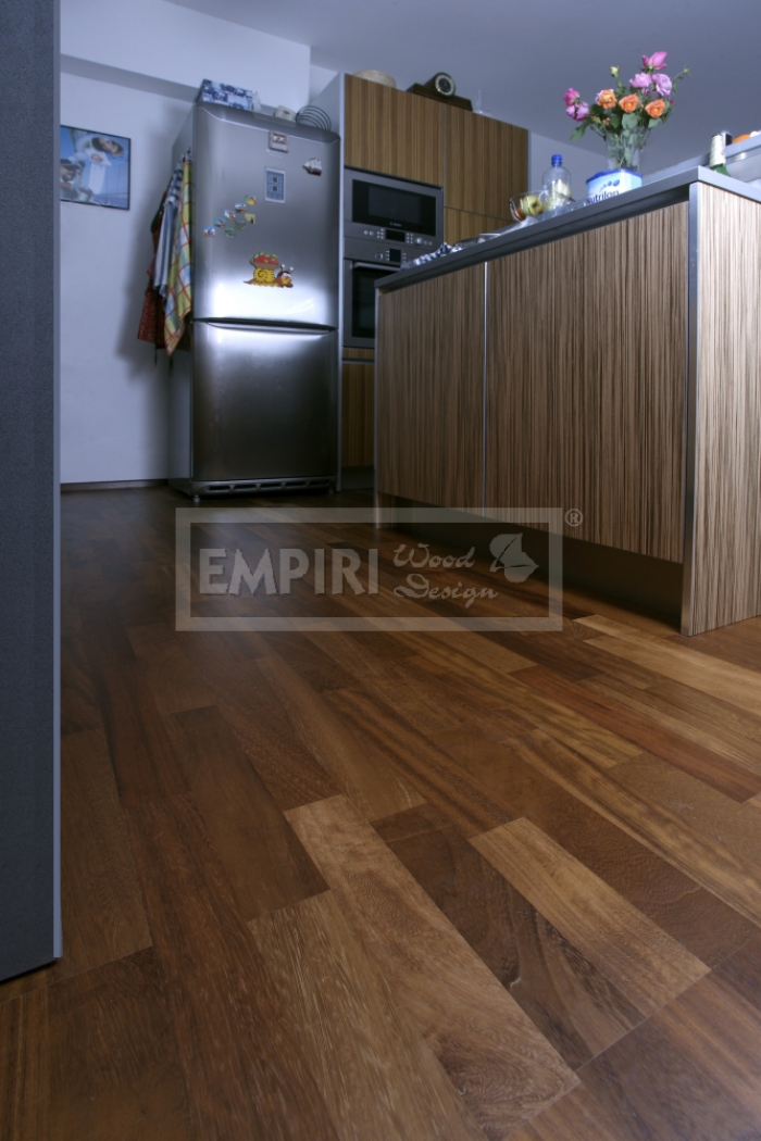 Třívrstvá dřevěná podlaha Iroko 3-lamela