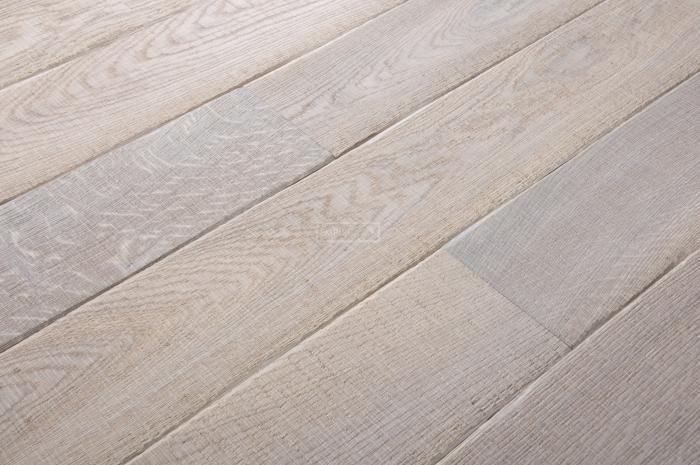 Třívrstvá dřevěná podlaha Dub katrovaný, bílý olej