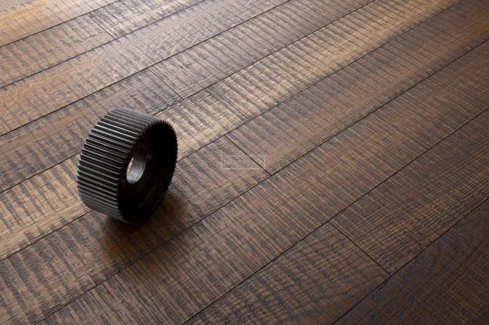 Třívrstvá dřevěná podlaha Dub katrovaný, Graphite
