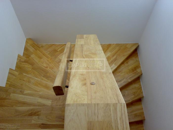 Dřevěné schody Masivní schody HEVEA
