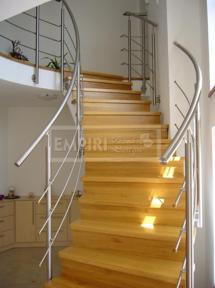 Dřevěné schody Masivní schody  DUB průběžná spárovka