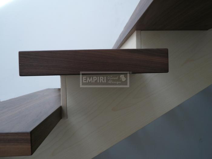 Dřevěné schody Masivní schody Ořech monolit